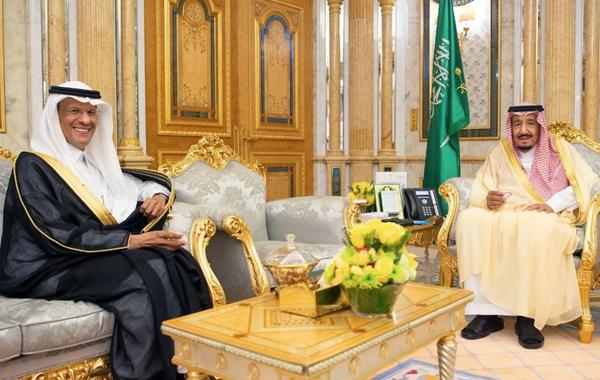 The newly appointed Saudi energy minister, Prince Abdulaziz bin Salman (left), meets with his father King Salman, in a handout picture provided by the Saudi Press Agency on Monday.