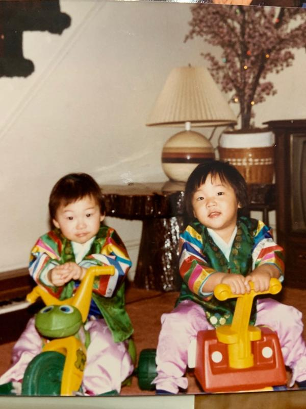 Yoo and his younger sister as children.