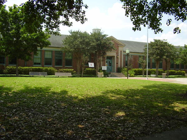 A modern photo of Edgar Allan Poe Elementary School in Houston.