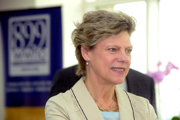 Cokie Roberts was praised by members of the media as well as politicians for her distinguished and longtime career in journalism. Roberts died Tuesday at age 75.