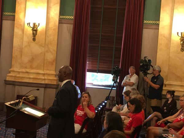 Sen. Cecil Thomas testifies for other gun reforms