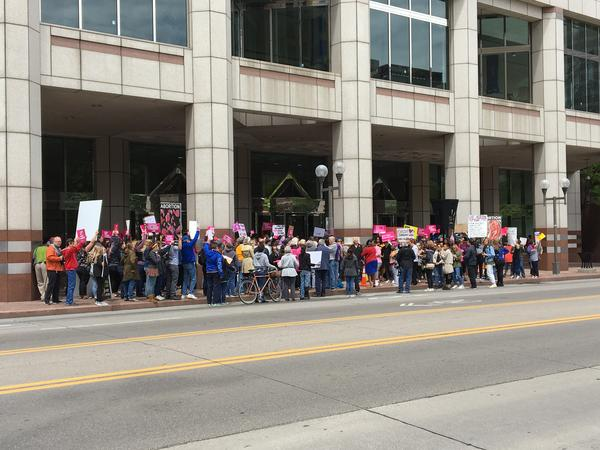 Abortion supporters and protestors in Columbus May 2019