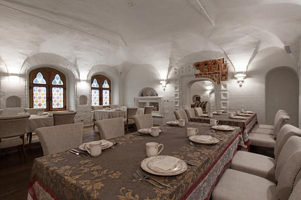 The dining room of the recently reopened Aragvi.