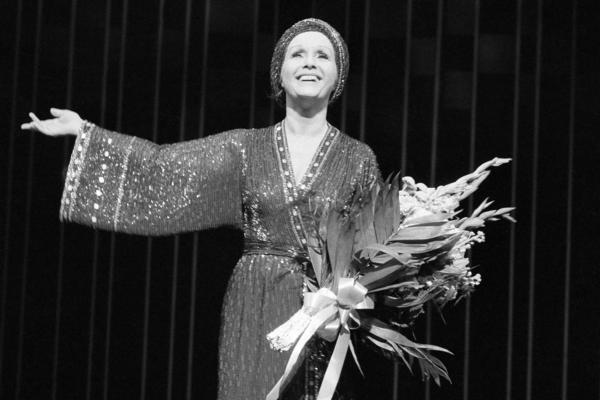 Debbie Reynolds takes a curtain call after a performance of <em>Woman of the Year</em> at New York's Palace Theatre in 1983.