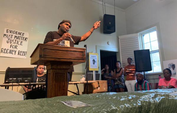 Rodrick Reed talks to supporters last month about efforts to get a new trial for his brother, Rodney Reed, who is on death row after being convicted of murder.