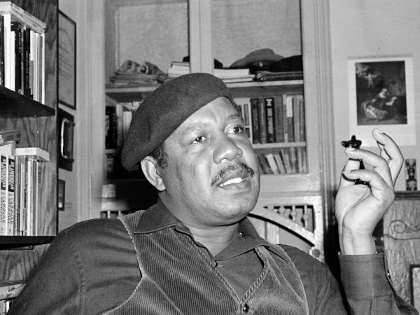 Author Ernest J. Gaines, who wrote <em>The Autobiography of Miss Jane Pittman</em>, shown in his San Francisco home in 1977. His poor childhood on a small Louisiana plantation inspired eight novels.