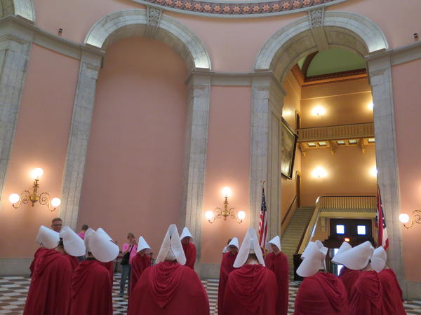 Abortion ban protestors dressed in Handsmaid Tale costumes at Ohio Statehouse