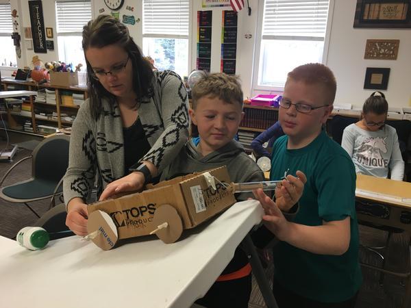 Julie Kreikemeier shows students in Clarkson, Nebraska, how to measure force in newtons.