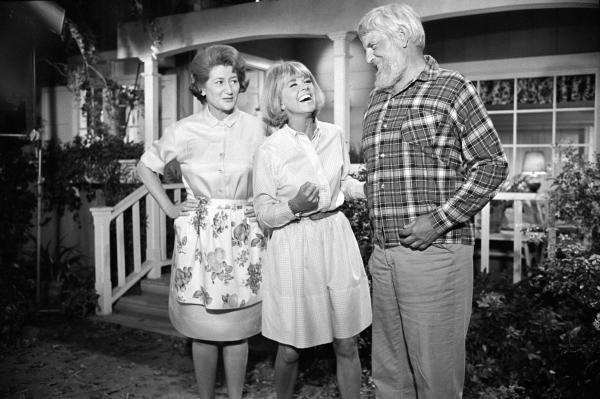 Actors Fran Ryan (left) and Denver Pyle appear with Day on <em>The Doris Day Show</em>.