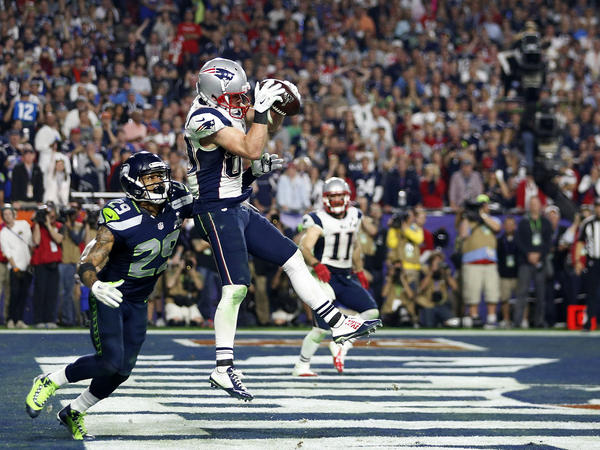 New England's Danny Amendola catches a touchdown pass in the third quarter.