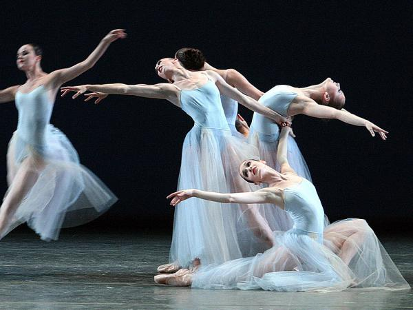 Ballerinas of the New York City Ballet perform <em>Serenade </em>by<em> </em>George Balanchine at the Mariinsky theatre in St.Petersburg, July 30, 2003.
