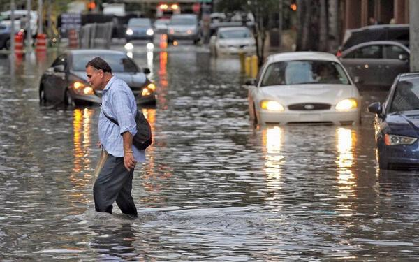 If you have a hard time wrapping your mind around what rising seas could mean for South Florida, you're not alone. Turns out, the human brain is not naturally good at processing risks that seem far off.