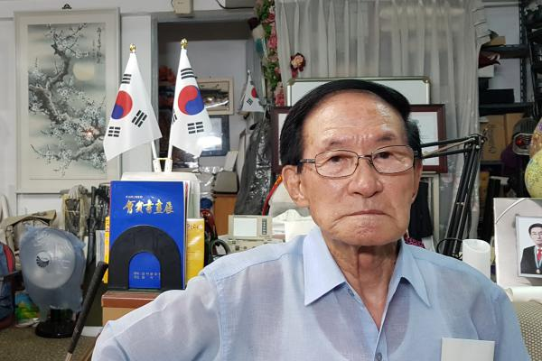 """South Korean calligrapher Yoon Heung-gyu, 92, left his mother and a younger brother and sister behind in North Korea when he fled at age 22. """"If I had known that my family would remain separated for this long, I would not have crossed the border,"""" he says. He'll be meeting his sister in North Korea this week."""
