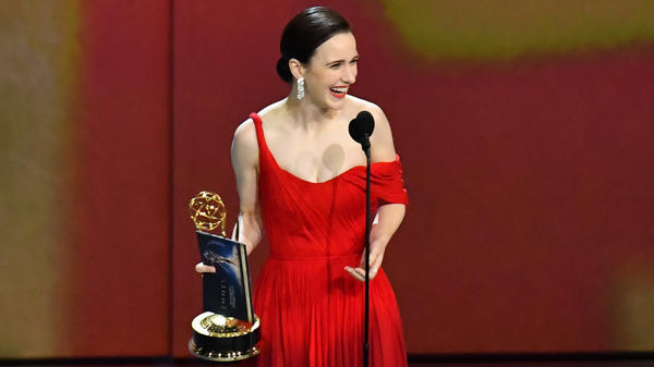Rachel Brosnahan accepts the outstanding lead actress in a comedy series award for <em>The Marvelous Mrs. Maisel</em> at the 70th Emmy Awards.
