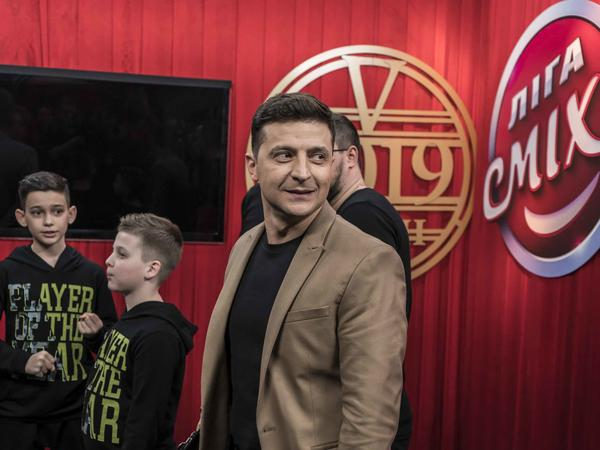 Ukrainian presidential candidate Volodymyr Zelenskiy walks backstage during the filming of the <em>League of Laughter</em> comedy show on March 19 in Kiev, Ukraine.