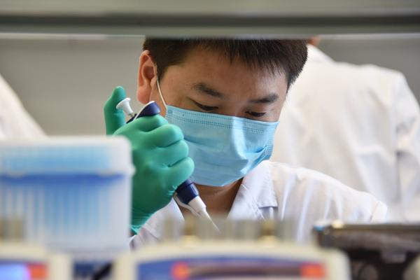 """A technician works in a lab at GeseDNA Technology in Beijing. To counter China, the U.S. plans to impose new export restrictions on """"emerging and foundational technology"""" that researchers say could affect the way they share genetic materials with international labs."""