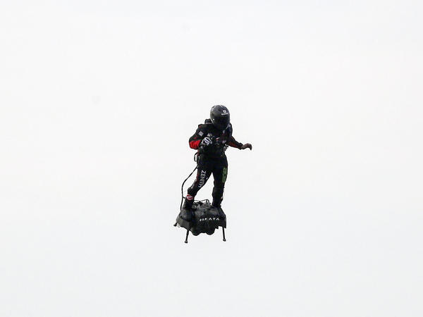 French inventor Franky Zapata has successfully flown over the English Channel on a personal flying machine.
