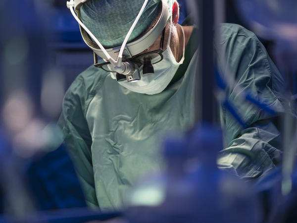 Surgeons are starting to reduce their opioid prescribing habits a little. But they still prescribe a lot of pain pills in the midst of an opioid addiction crisis.