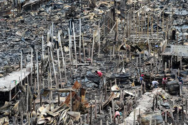 A fire that broke out on Friday night in the Bangladeshi capital, Dhaka, has left nearly 10,000 people homeless. The fire destroyed hundreds of shanties in a slum where many people are low-wage garment-factory workers.