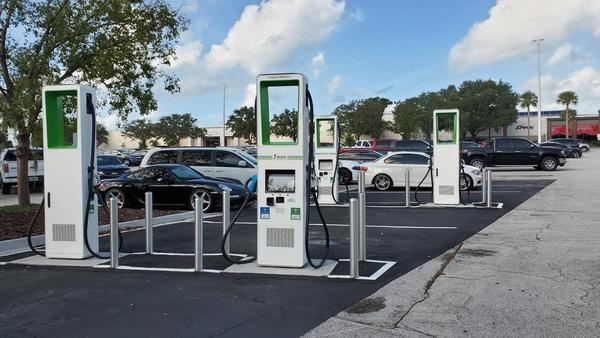 Electrify America recently opened these Level 3 CCS and CHAdeMO EV charging stalls at The Avenues mall.