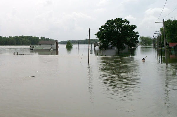 The Federal Emergency Management Agency is advising residents in Illinois and Missouri to buy flood insurance ahead of potential major flooding in the St. Louis region this spring.