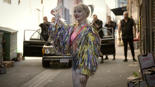 Lunatic, Fringe: Harley Quinn (Margot Robbie) finds a whole new, non-suicidal squad in <em>Birds of Prey.</em>