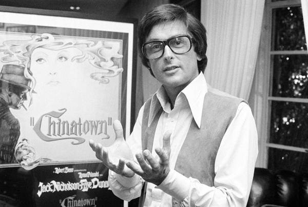 """Paramount Pictures production chief Robert Evans talks about his film """"Chinatown"""" in his office in Beverly Hills, Calif., in 1974. (AP Photo/Jeff Robbins)"""