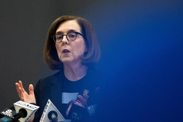 <p>Oregon Gov. Kate Brown issues a shut down of restaurants at a press conference in Portland, Oregon, on March 16, 2020.</p>