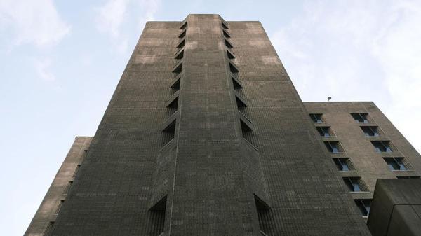 The Metropolitan Correctional Center, a federal prison in New York City, seen in Nov. 2019.