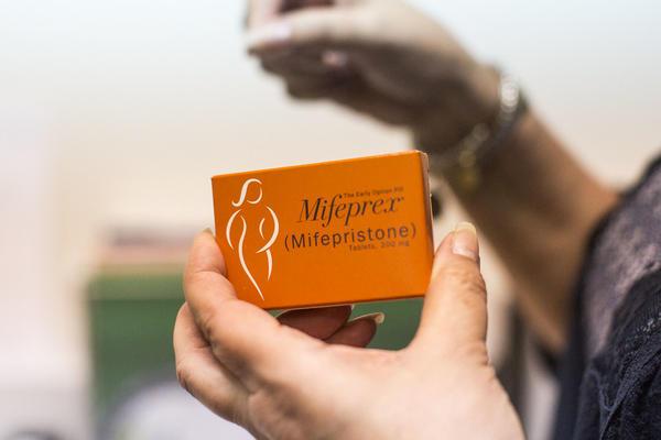 Los abortos medicinales sólo están disponibles para mujeres con menos de 10 semanas de embarazo.