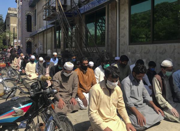 Dozens of worshippers outside the Haidari Mosque in the Pakistani capital of Islamabad.