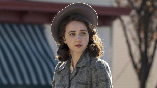 In the HBO series <em>The Plot Against America</em>, Zoe Kazan plays Bess, a Jewish mother whose family faces antisemitic discrimination.