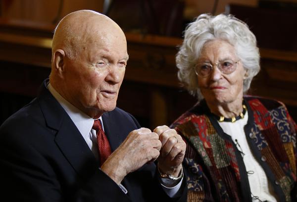 Former astronaut and senator John Glenn and his wife Annie Glenn, on May 14, 2015.