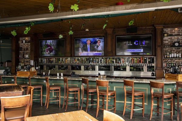 El bar de la calle Lavaca en The Domain ha estado cerrado por más de dos meses. Dice que reabrirá el viernes ahora que el gobernador ha dado el visto bueno.