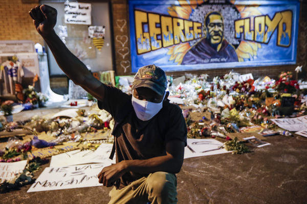 Protesters gather at a memorial for George Floyd where he died outside Cup Foods on East 38th Street and Chicago Avenue, Monday, June 1, 2020, in Minneapolis. (John Minchillo/AP)