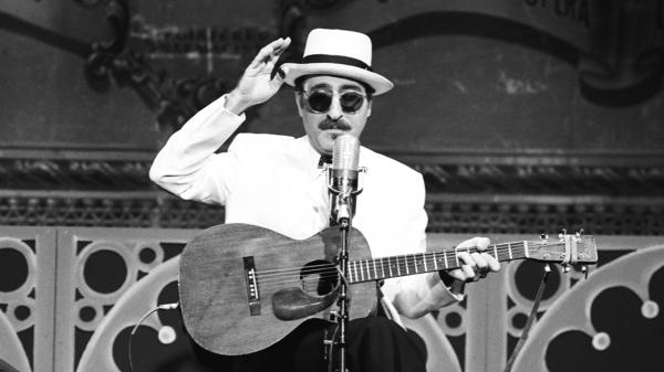 Leon Redbone performs on <em>The Tonight Show Starring Johnny Carson</em> on April 24, 1991.