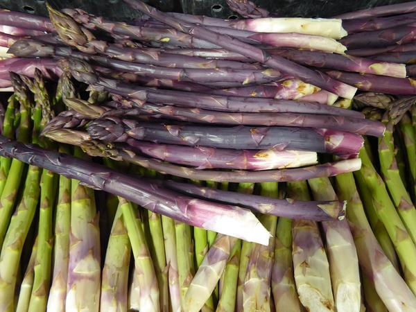 Northwest asparagus farmers have taken some hits in recent years. But the growing and price winds are in their favor this season.