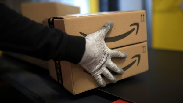 Amazon is offering permanent jobs for 125,000 workers it hired to deal with a sharp rise in online shopping during the coronavirus pandemic.