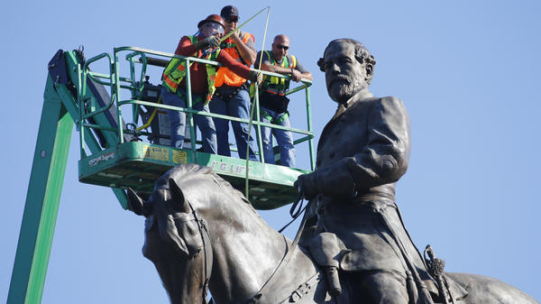 A crew plans the operation to remove the statue of Confederate Gen. Robert E. Lee on Monument Ave. in Richmond, Va.