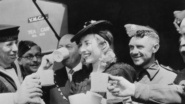 Vera Lynn, serving cups of tea to servicemen stationed in Trafalgar Square on June 4, 1942.