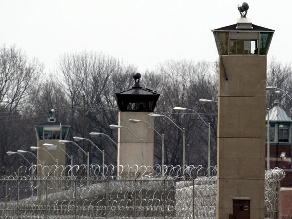 A Buddhist priest hasn't been able to meet with a death row inmate at the U.S. penitentiary in Terre Haute, Ind.