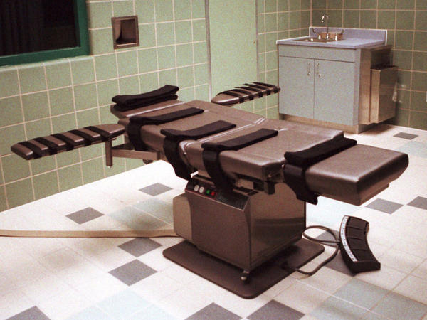 The death chamber, equipped for lethal injection, at the U.S. Penitentiary in Terre Haute, Ind., is shown in this April 1995 photo. Federal executions are set to resume on Monday.