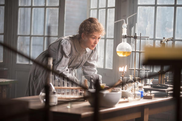 Rosamund Pike plays Marie Curie in the new Amazon Studios biopic <em>Radioactive.</em>