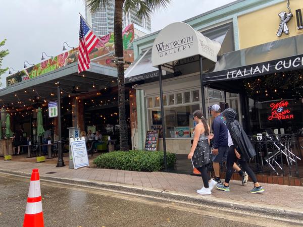 Diners sat outside and walked along Las Olas Blvd. in Fort Lauderdale on Memorial Day 2020.