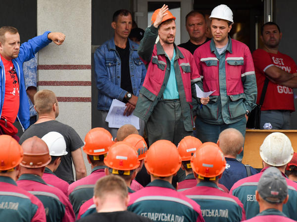 Workers of Belaruskali, Belarus' major producer of potash fertilizers, have gone on strike in support of anti-government protests.