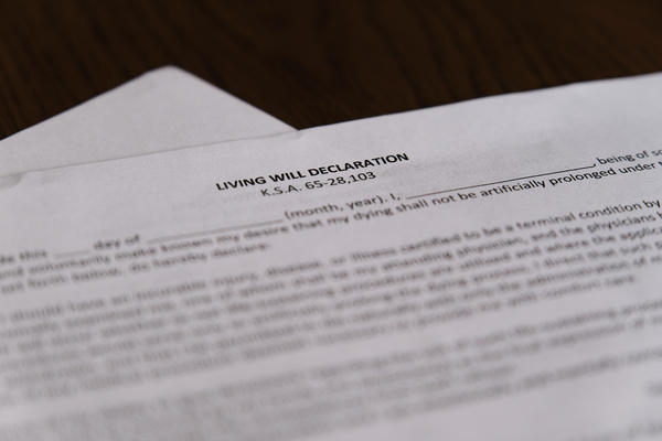 A fill-in-the-blank form allowing you to declare a living will.