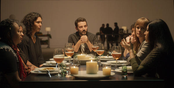 Scientists, artists, thinkers, activists and journalists gather for meals and conservation in an episode of <em>Pan y Circo</em>, hosted by Diego Luna (center).