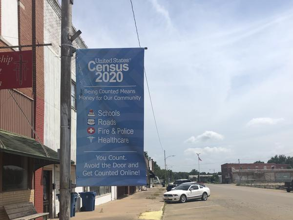 A census banner in Yale, Oklahoma.