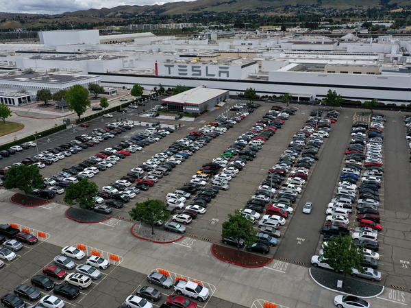 An aerial view of the Tesla factory in Fremont, Calif., in May. Gov. Gavin Newsom signed an executive order on Wednesday that bans the sale of new gasoline-powered vehicles in the state by 2035.