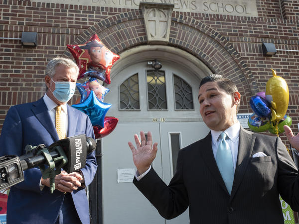 The executive board of the Council of School Supervisors and Administrators on Sunday declared a vote of no confidence against New York City Mayor Bill de Blasio, left, and Schools Chancellor Richard Carranza, right, shown outside the Mosaic Pre-K Center on Sept. 21.
